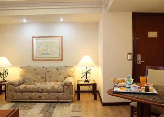 Quarto com notebook - Sorocaba Park Hotel